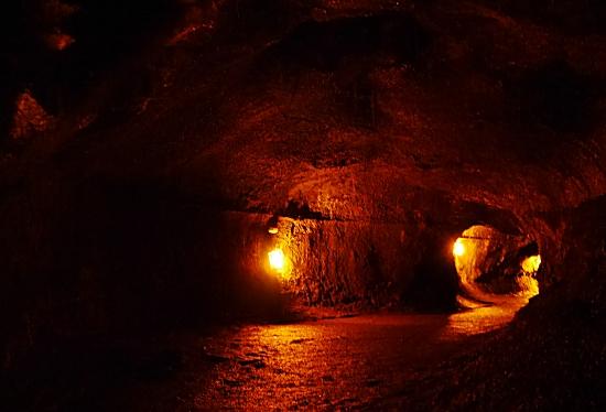 洞窟の内部