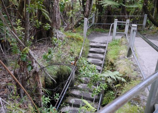 洞窟の出口階段