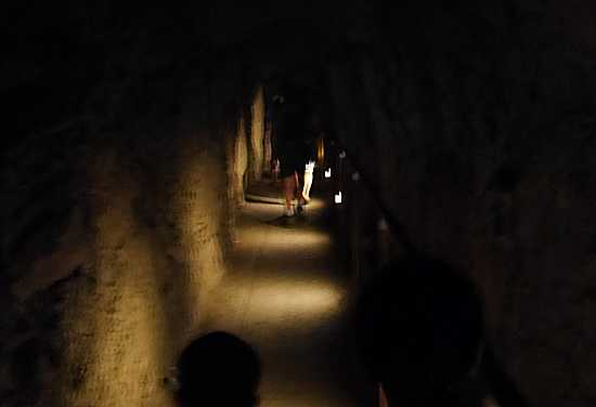 ダイヤモンドヘッド トンネル