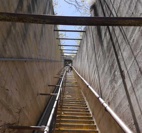ダイヤモンドヘッド登山 最大の難関