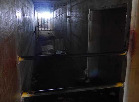 砲台下の閉ざされた部屋