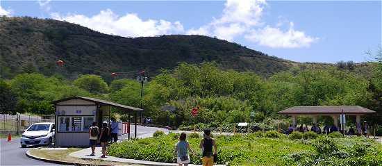 ダイヤモンドヘッド登山道の入口