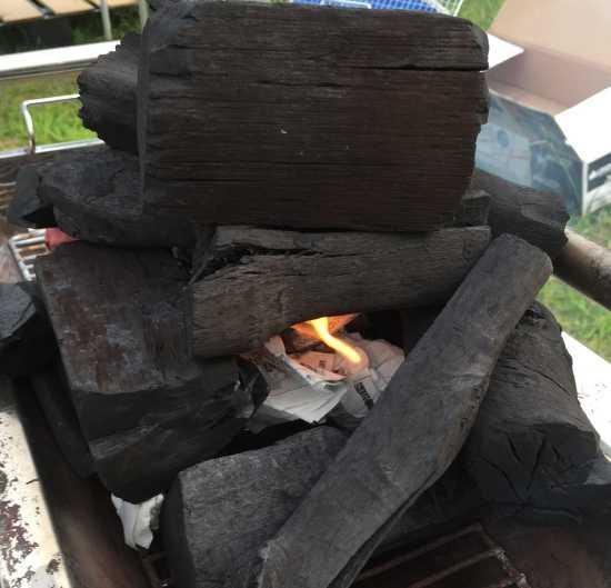 炭に火をつける